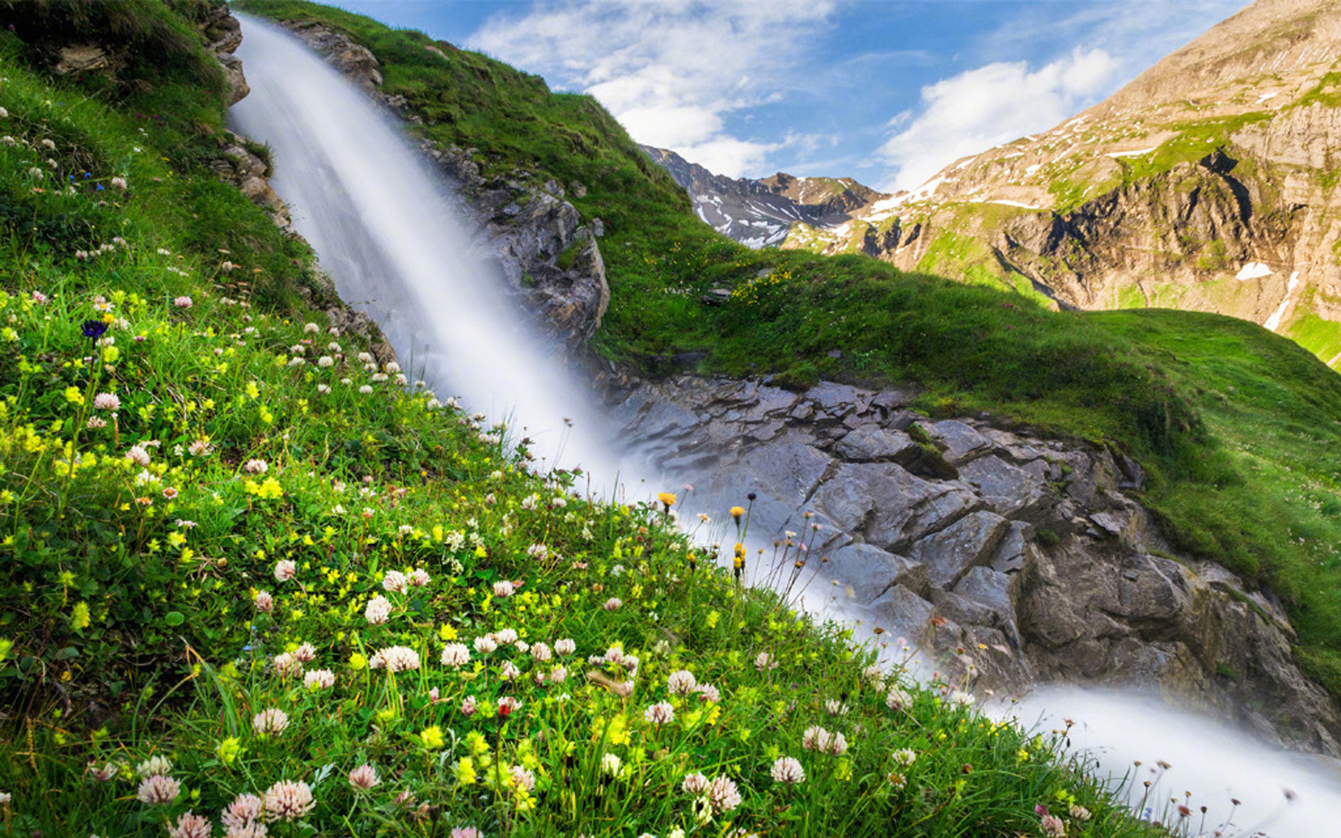 瀑布风景桌面壁纸