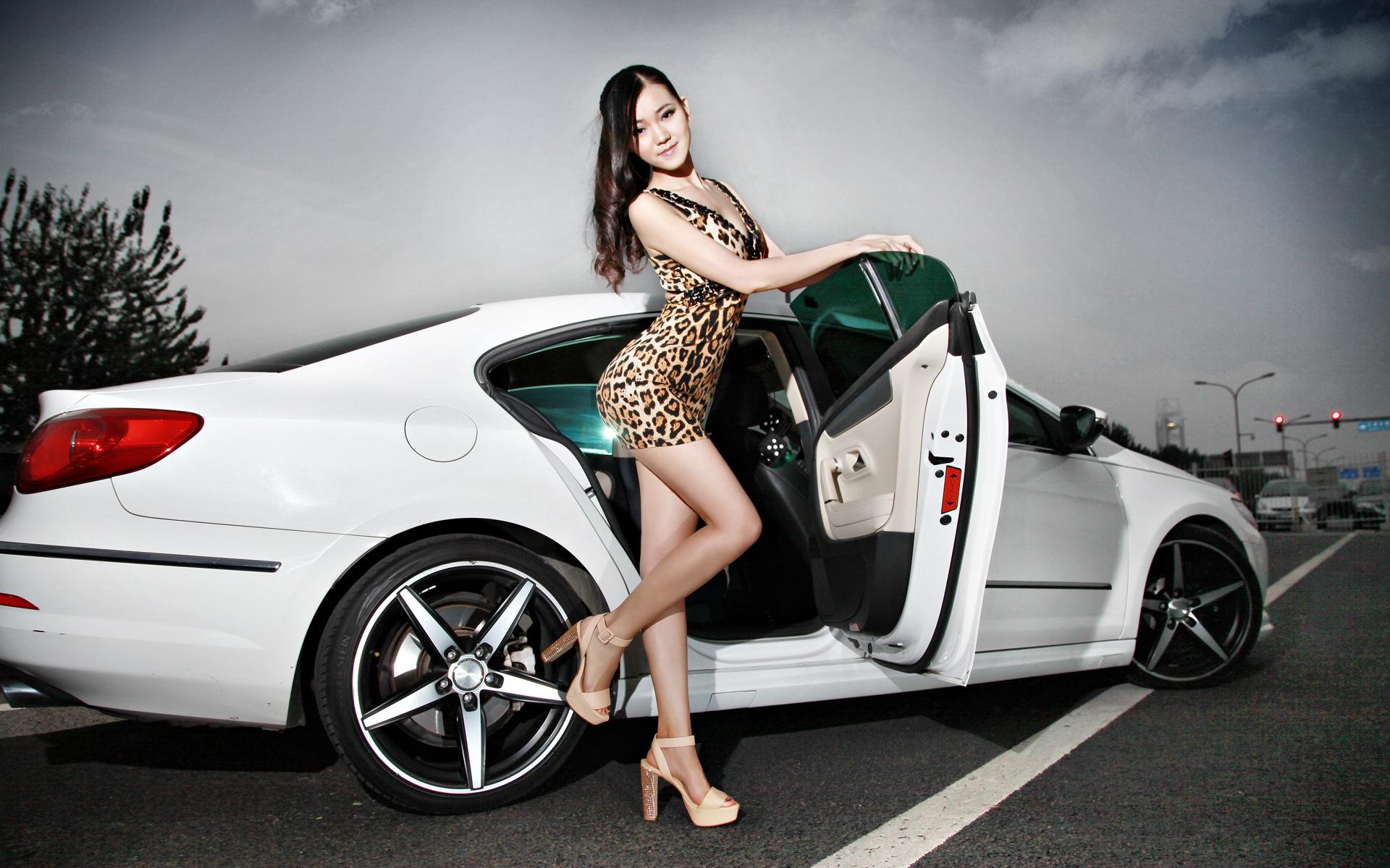 美女车模桌面壁纸--美女车模唯美桌面壁纸下载