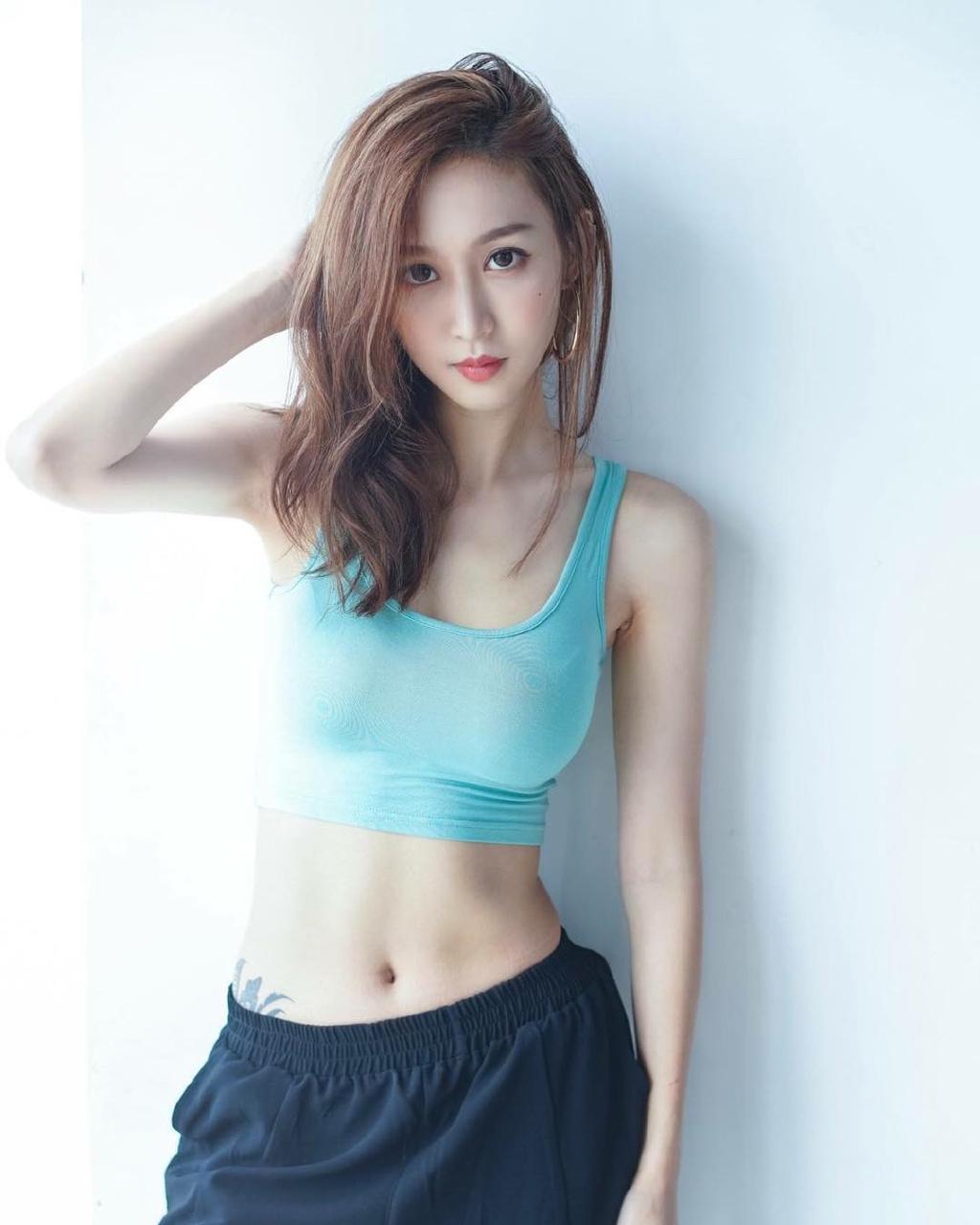 韩国运动美女小蛮腰大长腿性感图片