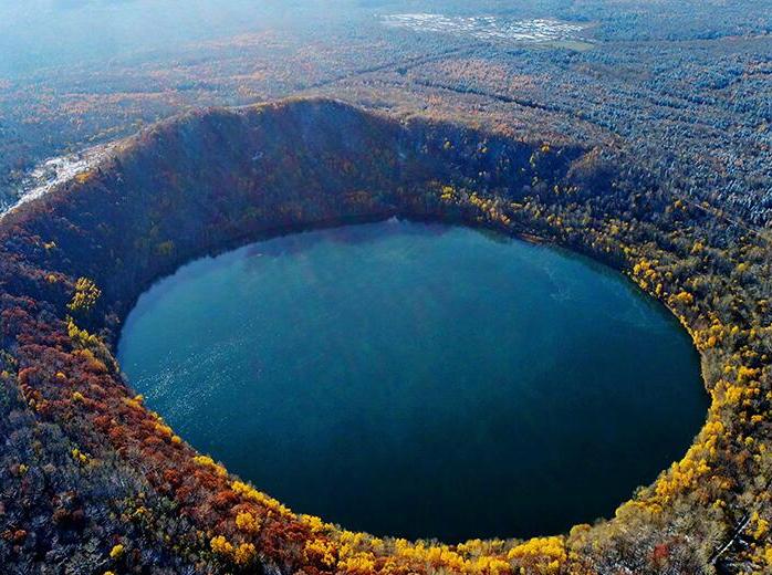 航拍吉林龙湾群国家森林公园火山口图片大全