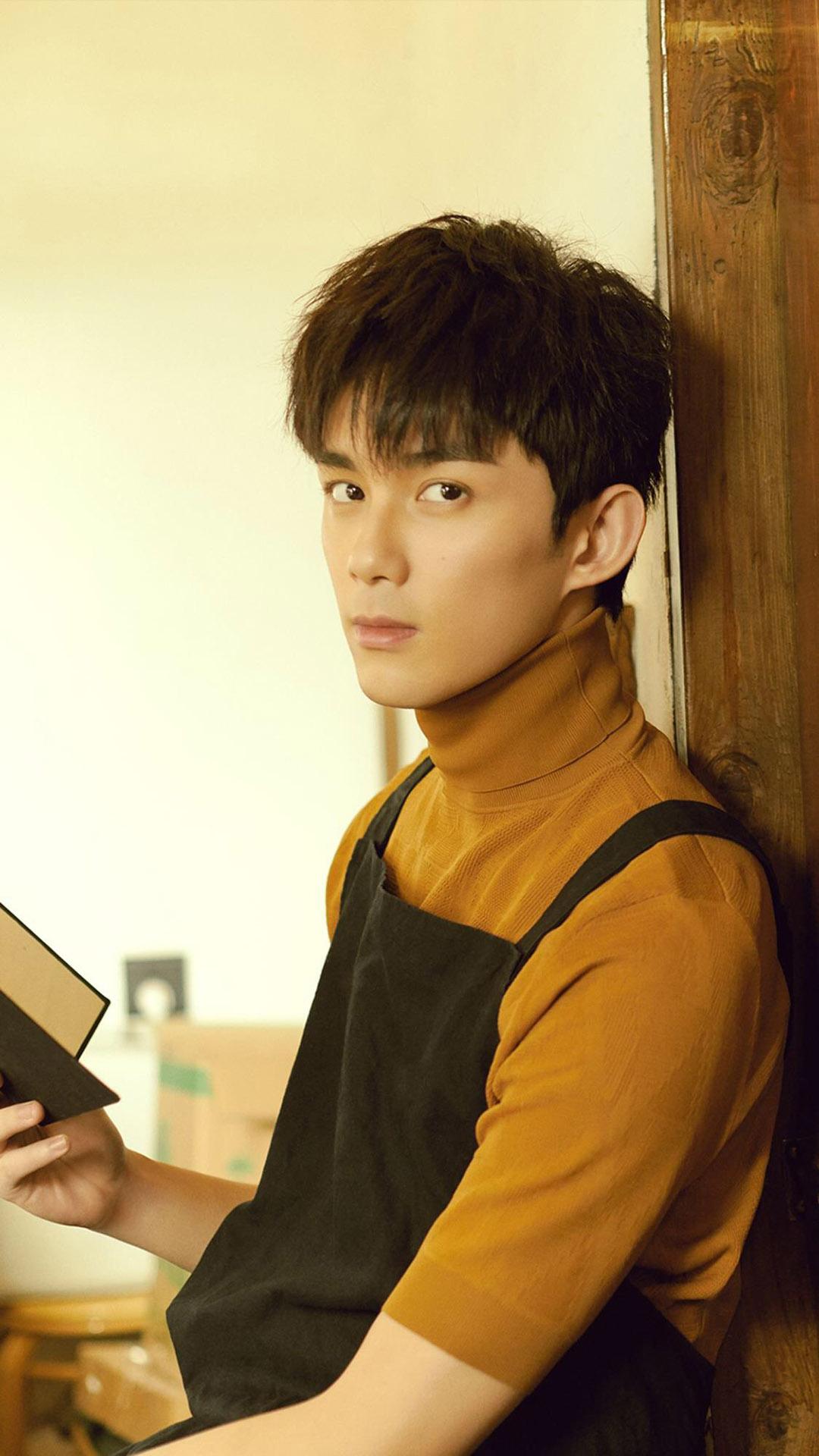 帅哥明星吴磊时尚写真苹果手机壁纸大全