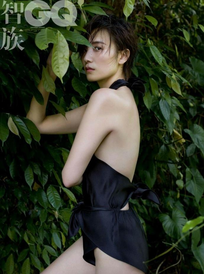 美女宋佳露背泳装时尚大片写真图片
