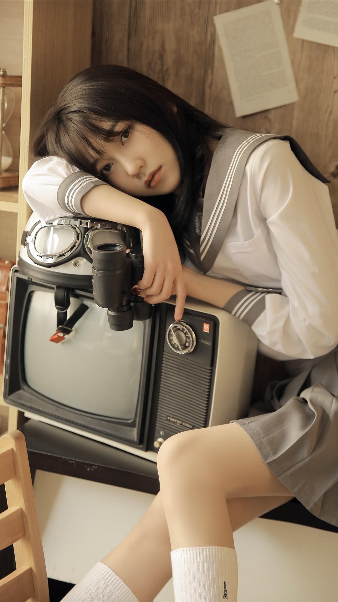 大眼睛美女齐刘海发型皮肤白皙图片