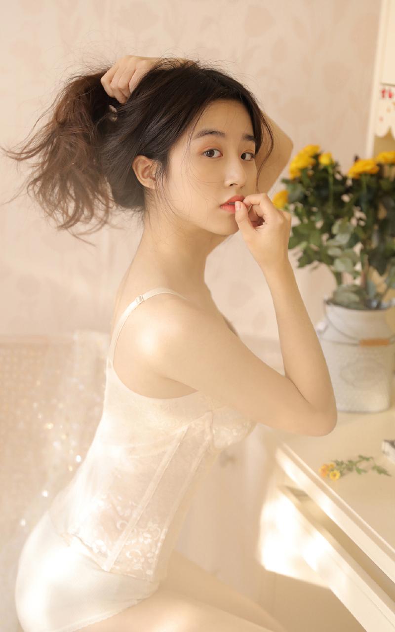 00后清纯可爱美女性感透视裙美腿诱人日系私房照手机壁纸图片