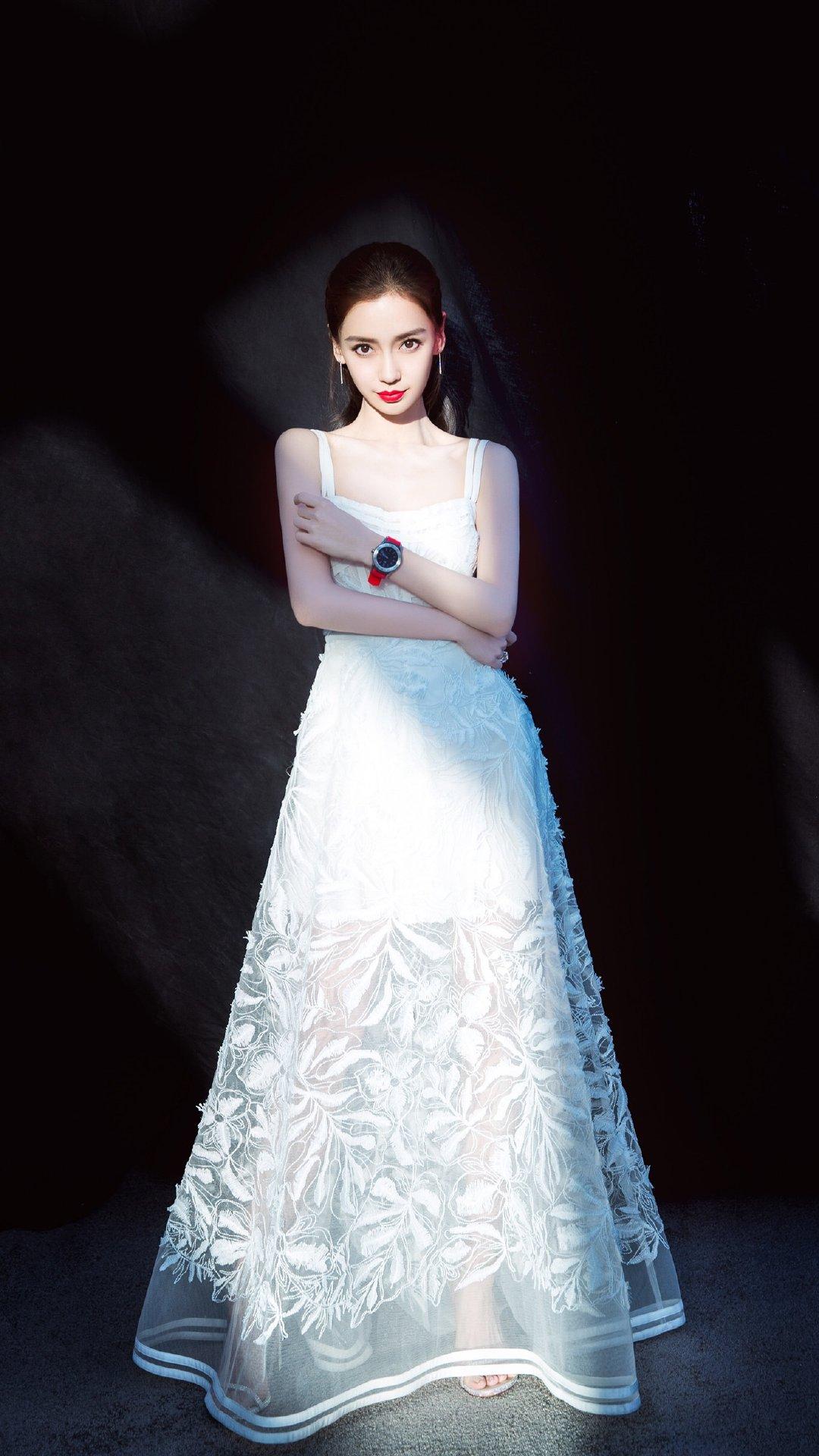 angelababy条纹吊带裙性感事业线时尚造型活动照写真
