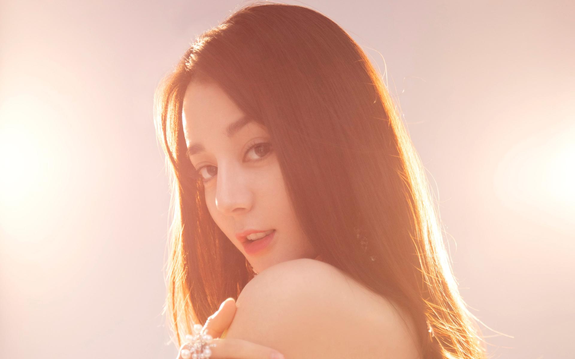 迪丽热巴淡粉色亮片礼服裙优雅气质写真图片高清壁纸