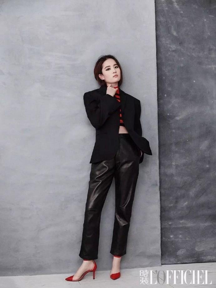 刘亦菲黑色西装红色高跟鞋帅气干练性感时尚杂志写真图片