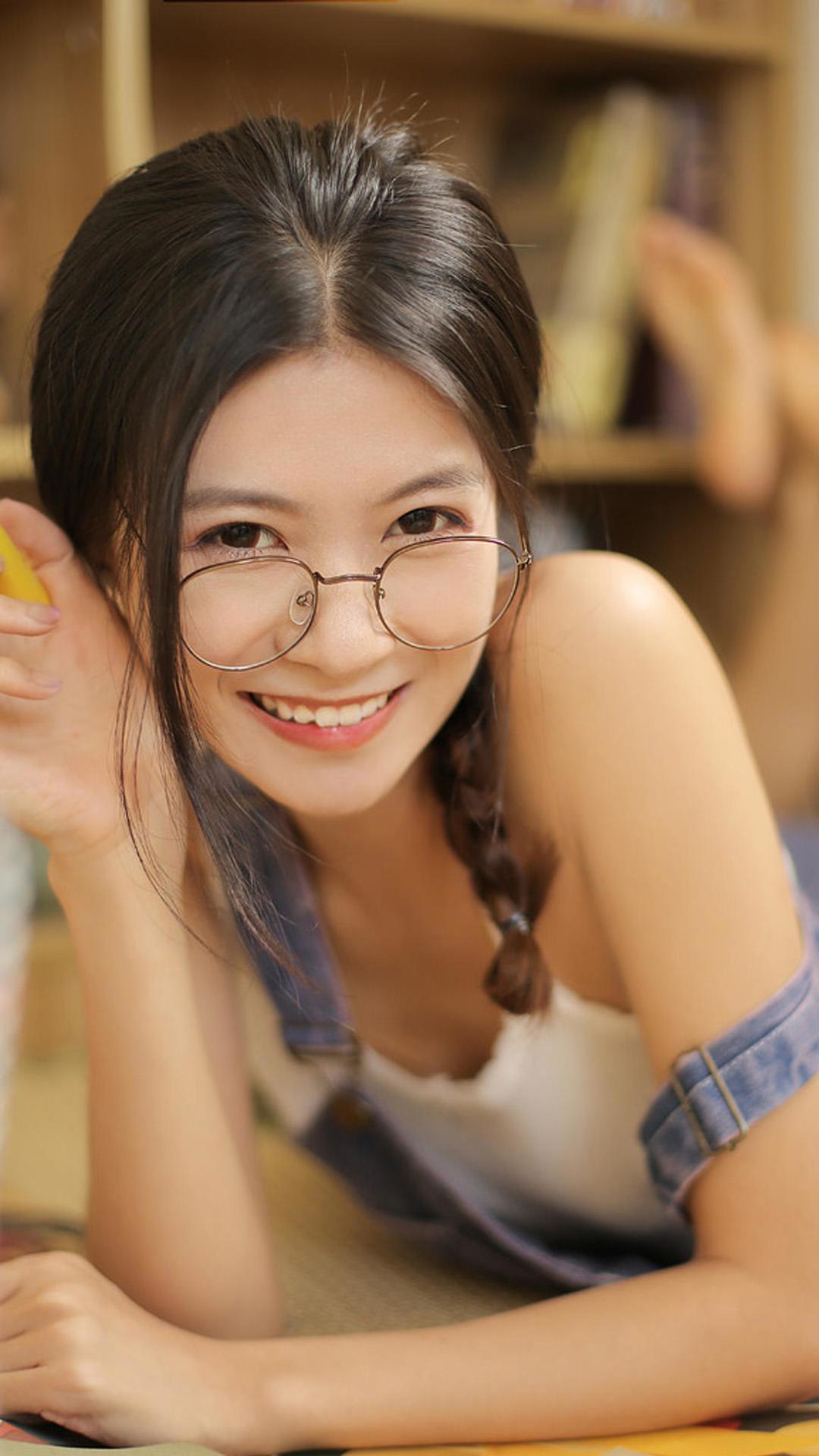 吊带背心美女清纯甜美日系私房摄影图片