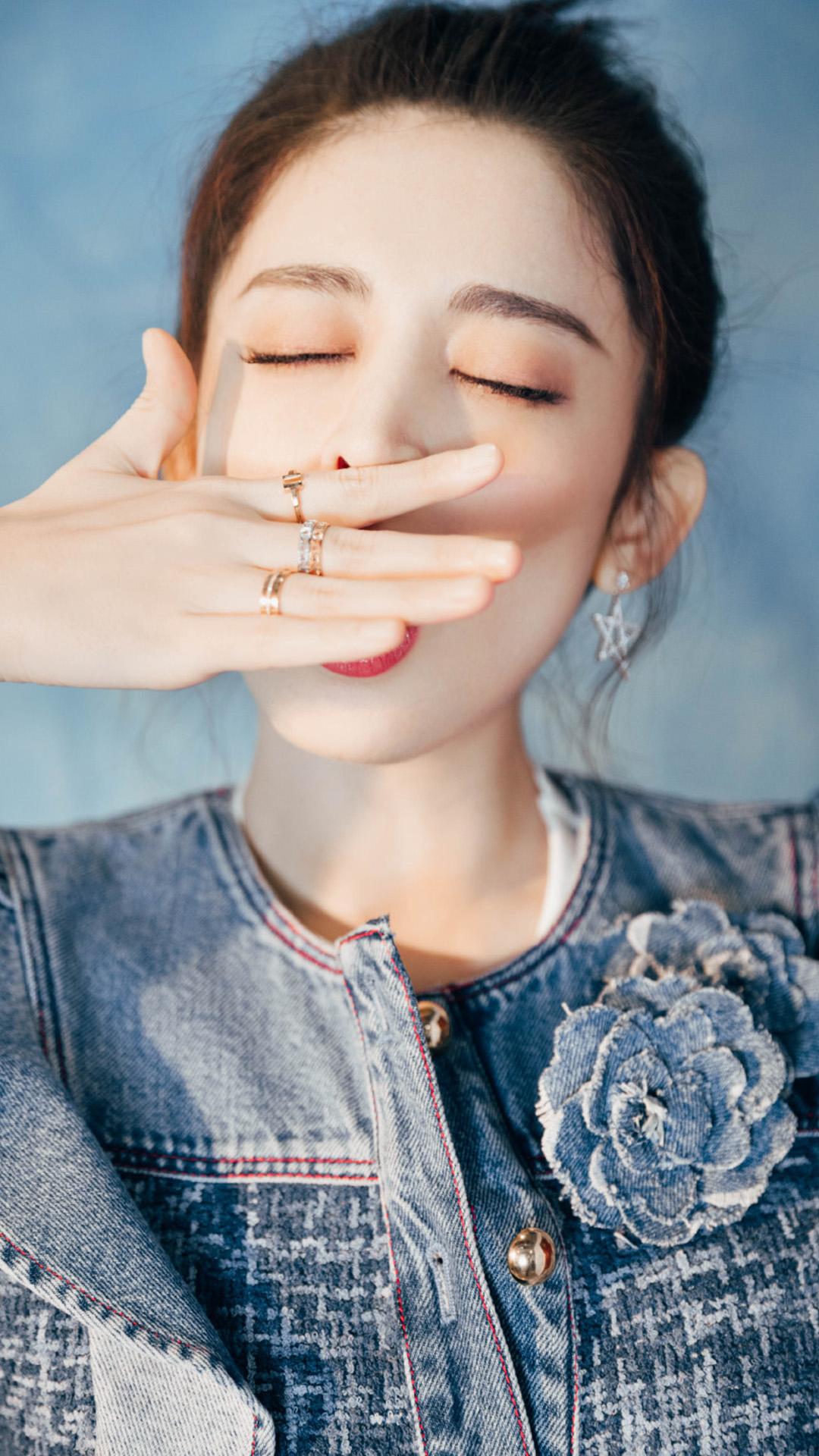 古力娜扎丸子头甜美俏皮笑容写真壁纸