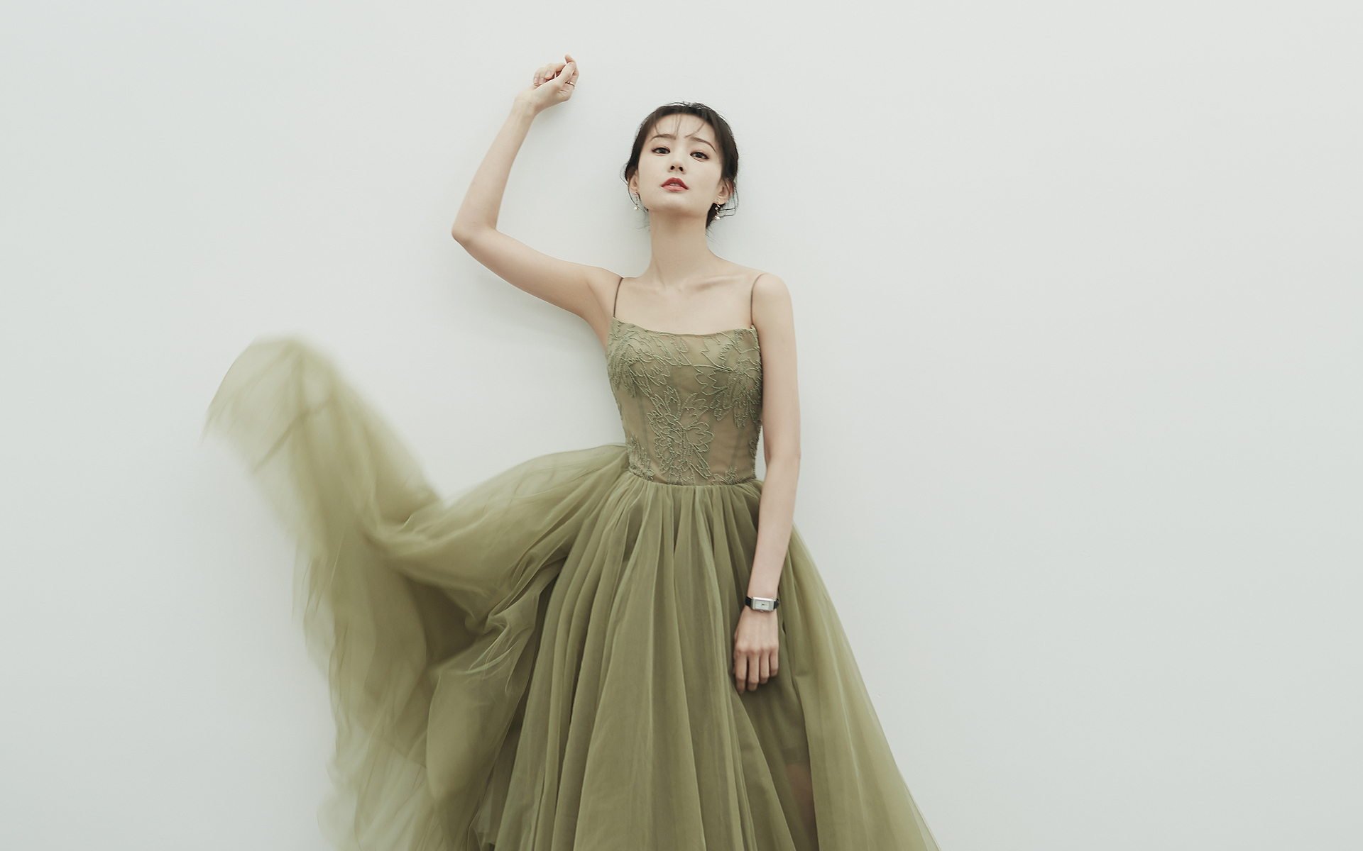 女演员李一桐性感写真高清壁纸