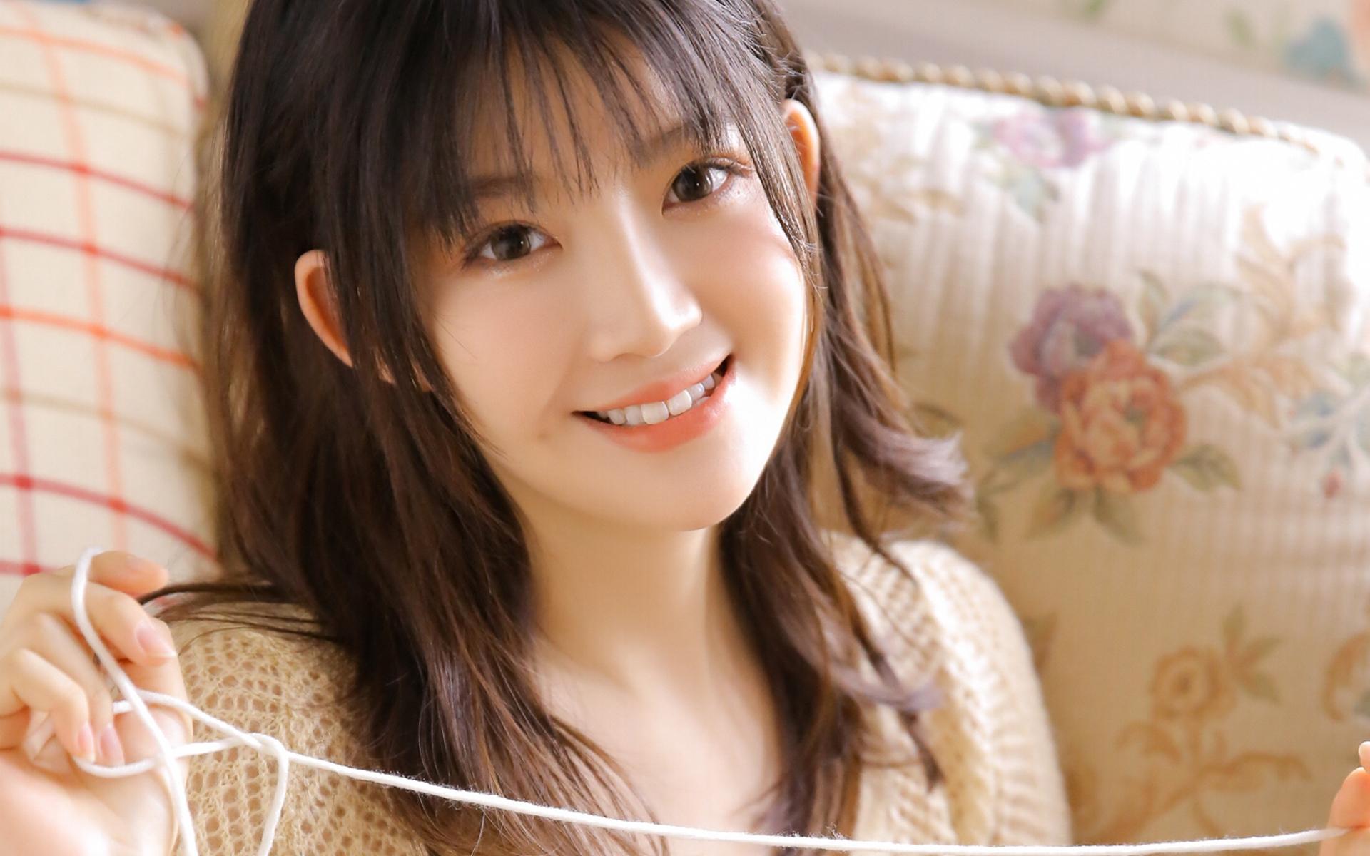 清纯妹妹甜美笑容养眼高清壁纸