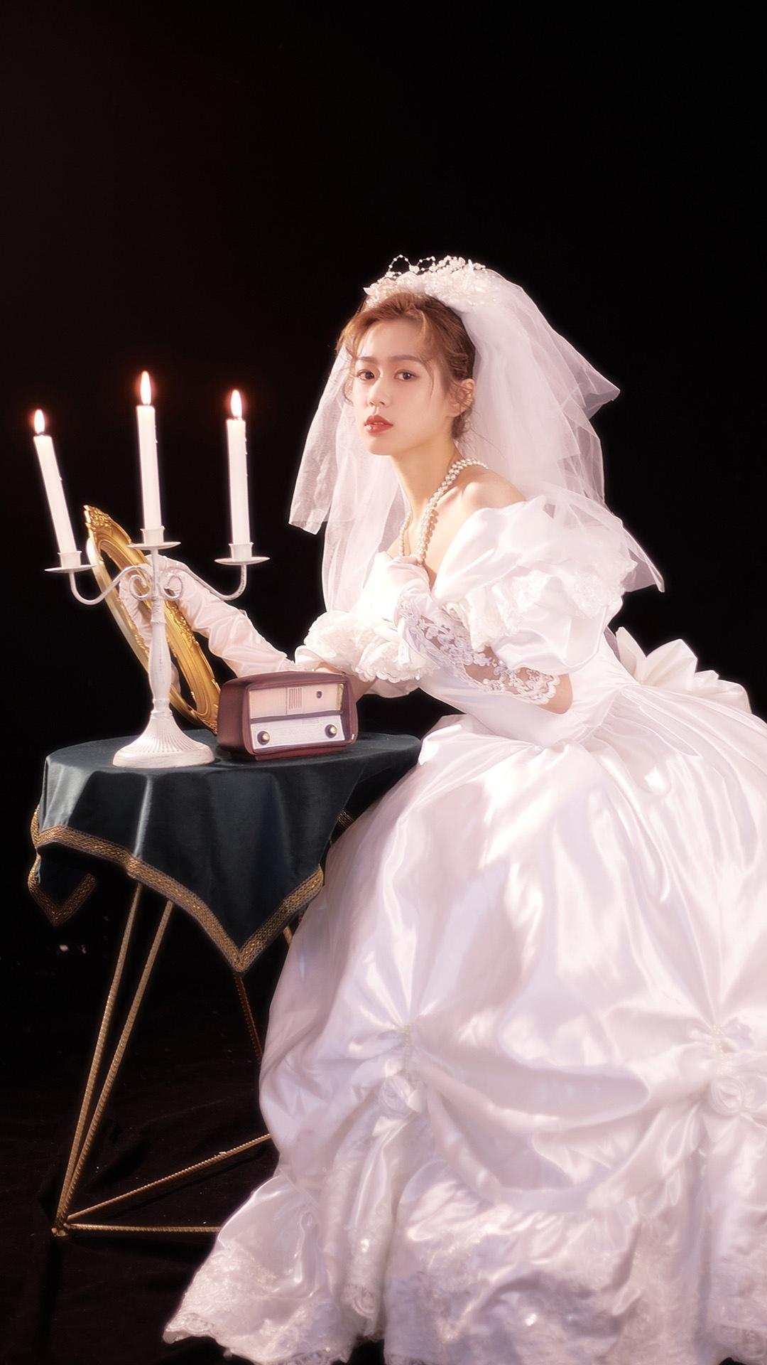 婚纱美女暗黑私房高清图片