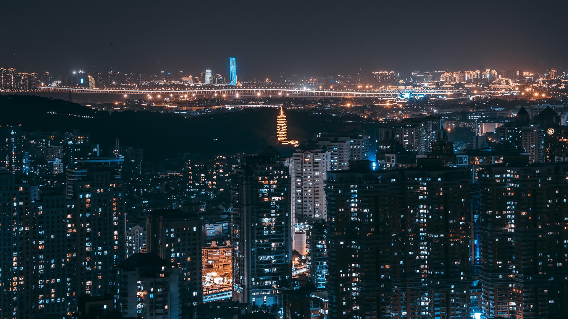 璀璨迷人的城市夜晚景色